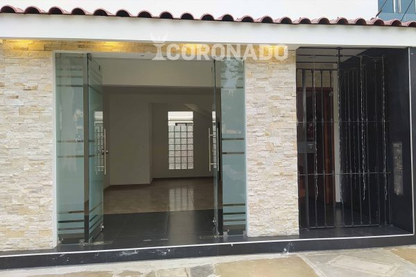 Oficina – Alquiler, Urb. San Andres – 1 piso